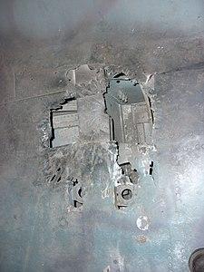 FlAK-skader på en vinge fra en Messerschmitt Bf 110-2.JPG