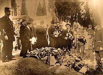 Alfredo Luís da Costa - Mourners at the graves of Alfredo Costa and Manuel Buiça, around August 1908