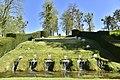 Fontaines dans l'herbe (28912090395).jpg