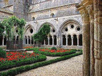 Fontfroide Abbey - Fontfroide Abbey: cloister