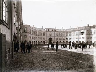 Frederiksberg Palace - Students from the officer's academy in the courtyard, c. 1895
