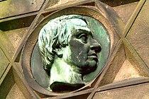 Friedrich Kranke Portraitmedaillon Gartenfriedhof Hannover Künstlersignatur am Hals.jpg