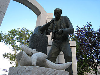 Frosolone - Statue in Frosolone recognizing its blacksmithing tradition.