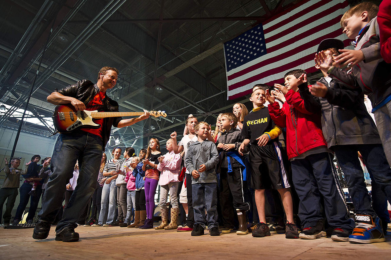File:Gary Sinise and the Lt. Dan Band 120625-F-MQ656-368 ...