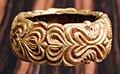 Ghana, akan, braccialetto, oro su legno, 1950 ca.jpg