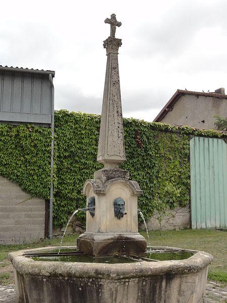 Gimécourt (Meuse) fontaine avec croix