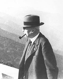 Giovanni Agnelli (cropped).jpg