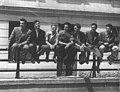 Gojko Varda sa kolegama studentima Fakulteta primenjenih umetnosti, između 1955. i 1960. godine.jpg