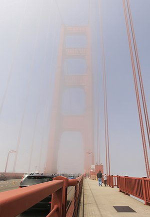 Fog on Golden Gate Bridge is reducing visibility.