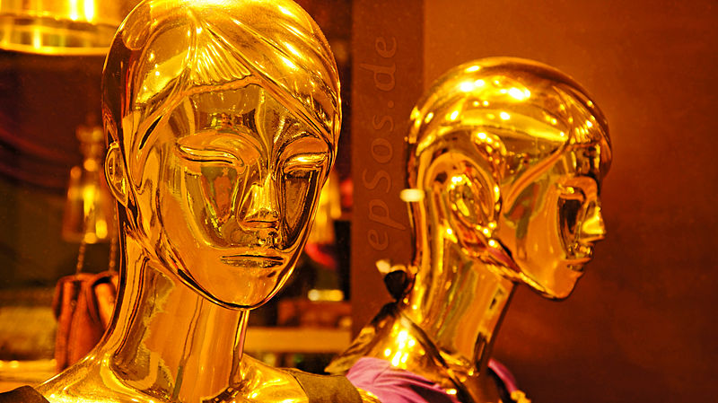File:Golden People love Gold Jewelry Robots.jpg
