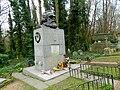 Grave of Karl Marx Highgate Cemetery in London 2016 (04).jpg