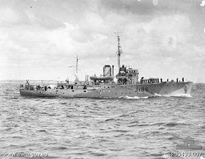 Evans Deakin and Company - Image: HMAS Ipswich (AWM P00433 007)