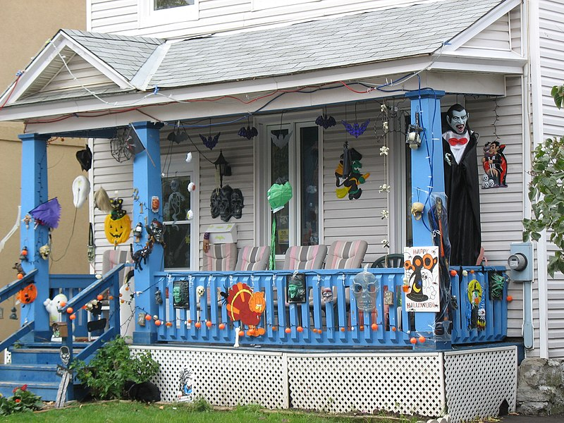 File:Halloween decorations, Sandy Hill, Ottawa.jpg