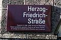 Herzog-Friedrich-Straße, Schild.jpg