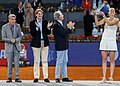 Higueras entrega el premio Mutua Madrid Open a Kvitova, la primera tenista tricampeona del torneo 04.jpg