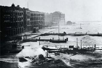 1906 Hong Kong typhoon - Coastal Hong Kong during the typhoon