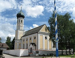 Kirchplatz in Brunnthal