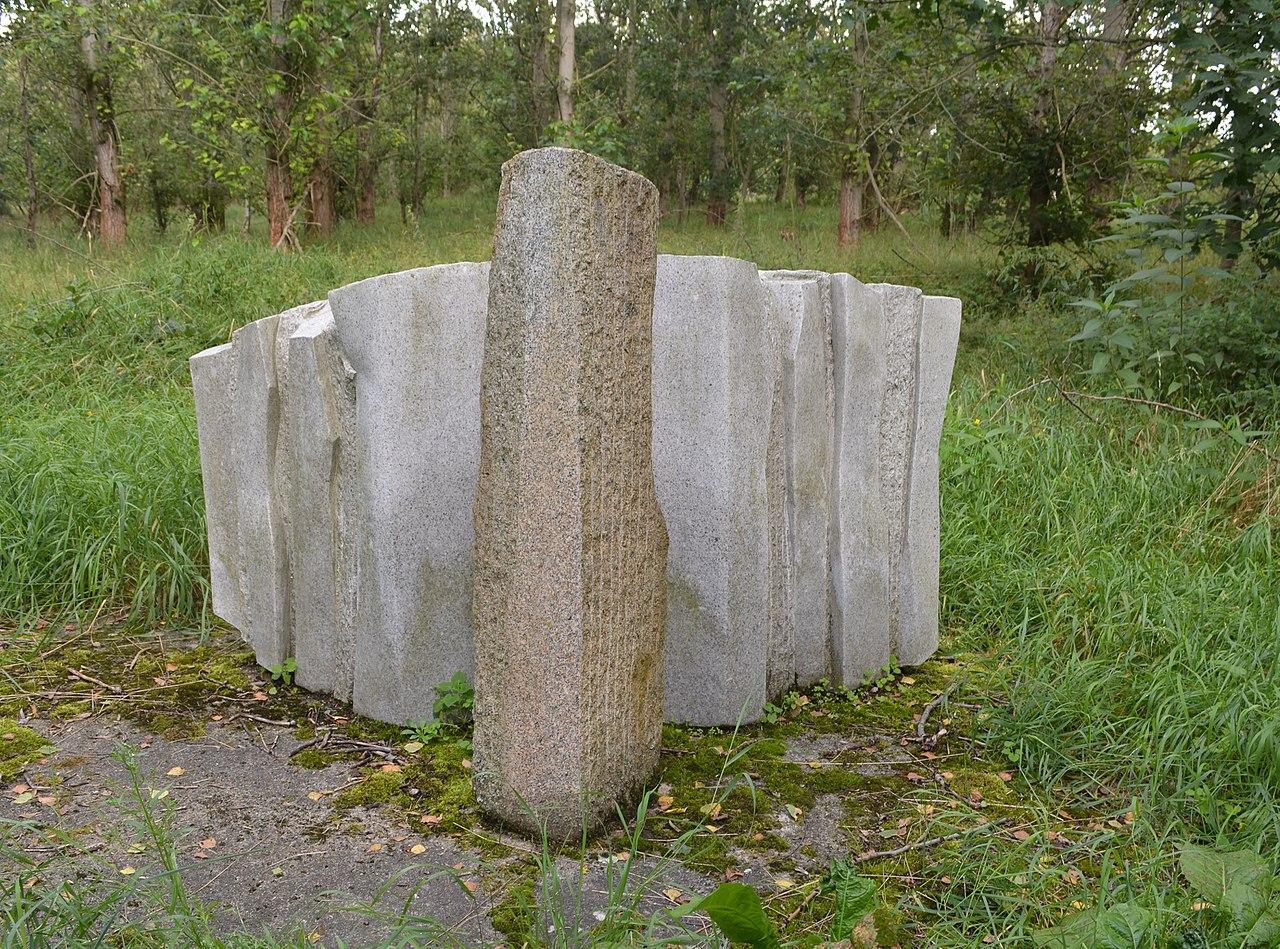 Hobrechtsfelde - Steine ohne Grenzen (1).jpg