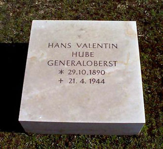 Hans-Valentin Hube - Hube's grave on the Invalids' Cemetery, Berlin
