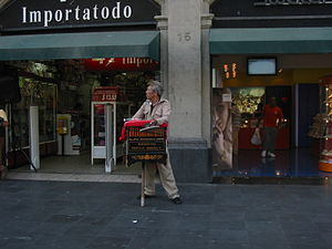 Street organ - An organ grinder in Mexico City