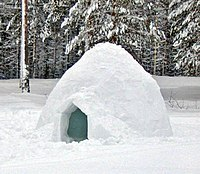 200px-Igloo_outside