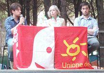 Il Ministro dell'Istruzione Stefania Giannini (al centro) risponde alle domande degli studenti sulla riforma della