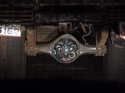 India-truck-axel-with-painted-face.jpg