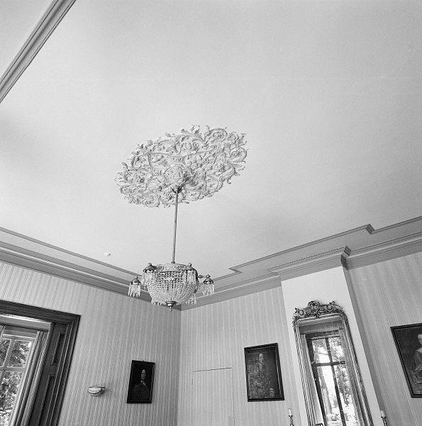 File:Int. grote woonkamer, plafond, ornament - Diepenveen - 20318685 ...
