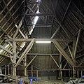 Interieur, Vlaamse schuur, overzicht met houten kapconstructie - Breda - 20383141 - RCE.jpg