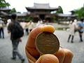 JP-Kyoto-Uji-Byōdō-In(Temple)-With-10Yen-Coin.JPG