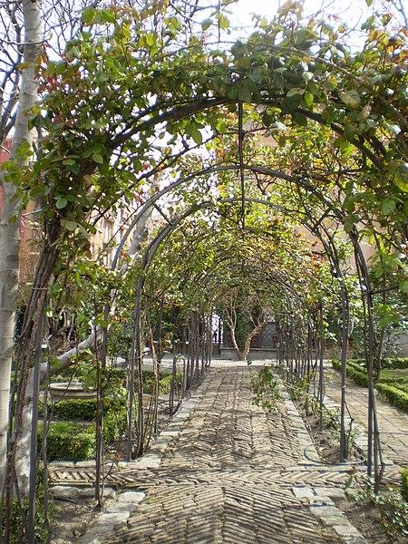 File:Jardín del Príncipe de Anglona Madrid 2.jpg