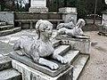 Jardin El Capricho Sfinxs at Plaza de los Emperadores02.jpg