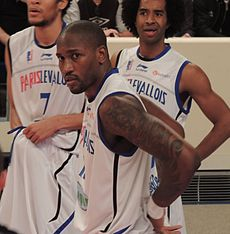 Jawad Williams Paris-Levallois action.JPG