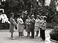 Jovanka Broz i porodica Andreja Kiriljenka u obilasku zoološkog vrta.jpg