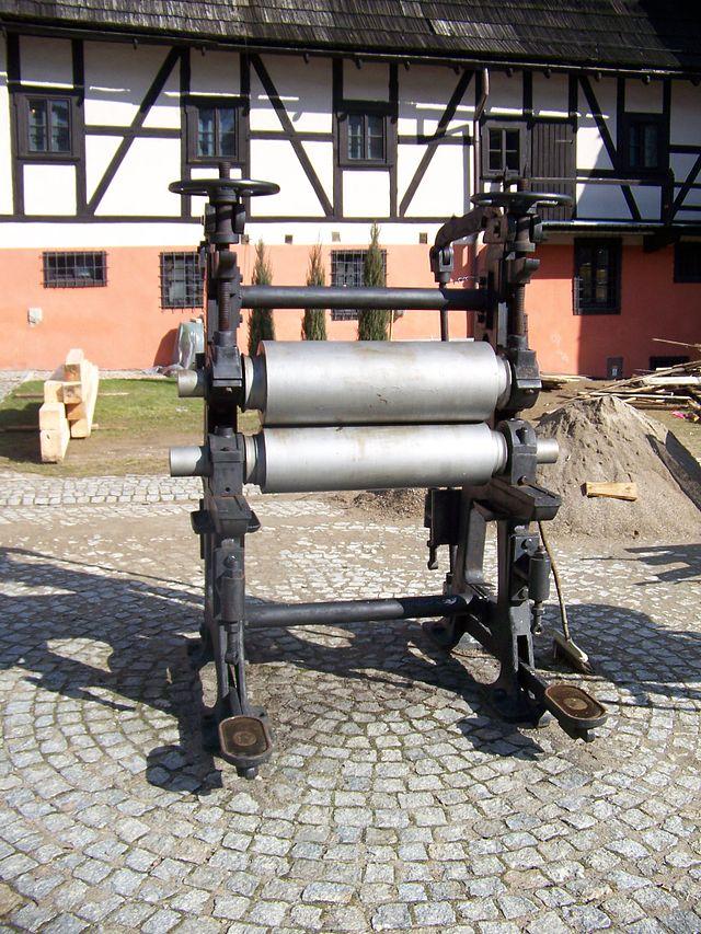 kalander - maszyna do gładzenia papieru czerpanego