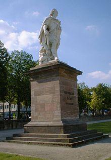 Denkmal Friedrichs II. auf dem Friedrichsplatz in Kassel (Quelle: Wikimedia)