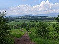 Kozinec (608 m) - pohled ze severního úbočí vrchu k severu, do okolí Studence (2).jpg