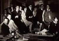 L'équipe de l'atelier de dessin de Ruhlmann, 27 rue de Lisbonne à Paris, vers 1931..jpg