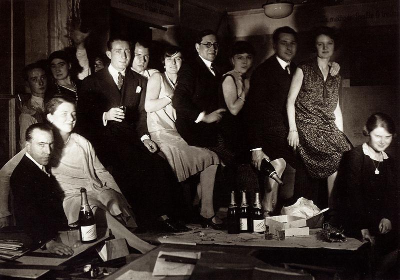 datei l 39 quipe de l 39 atelier de dessin de ruhlmann 27 rue de lisbonne paris vers 1931 jpg. Black Bedroom Furniture Sets. Home Design Ideas