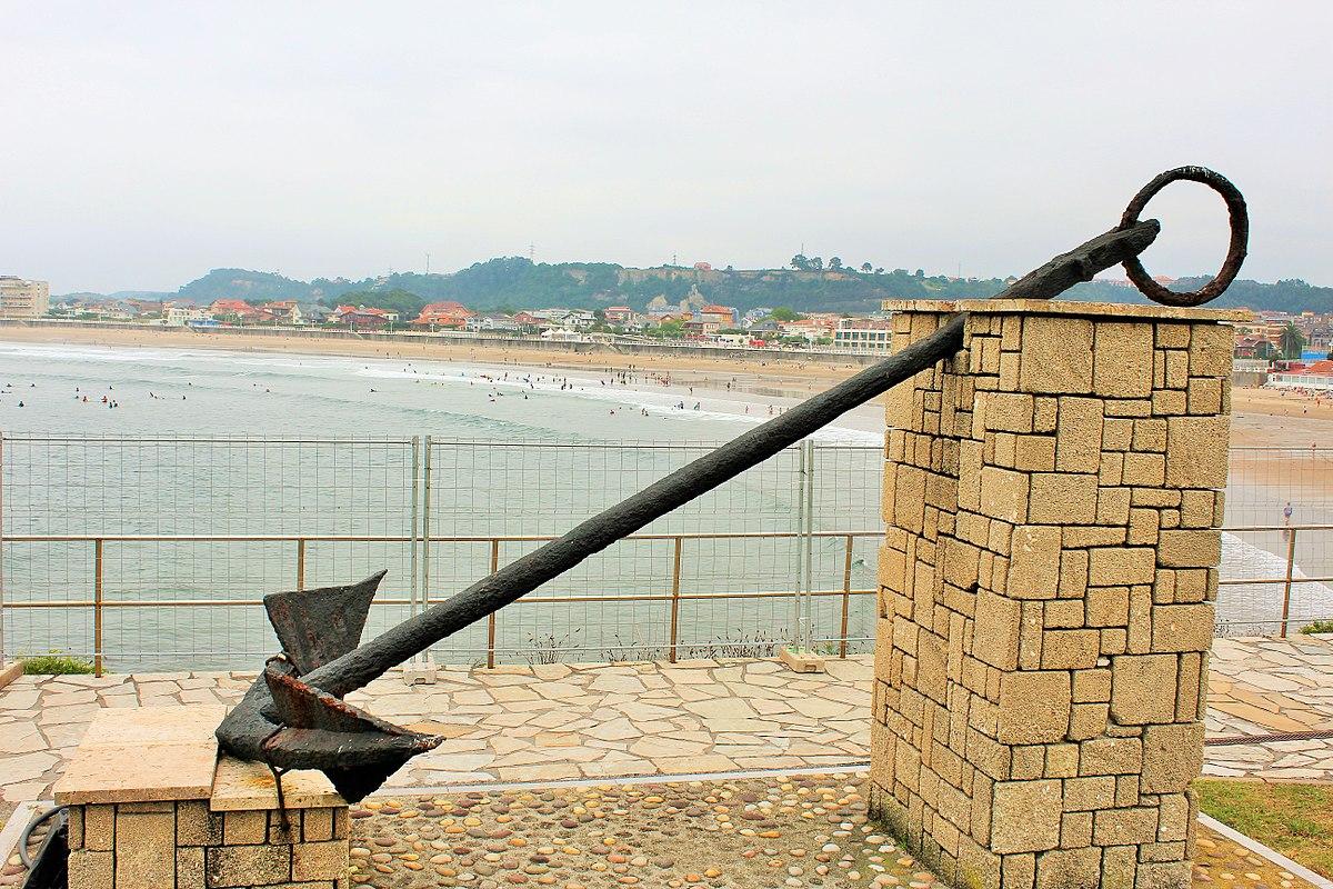La Peñona-Playa de Salinas-Museo de anclas 02.jpg