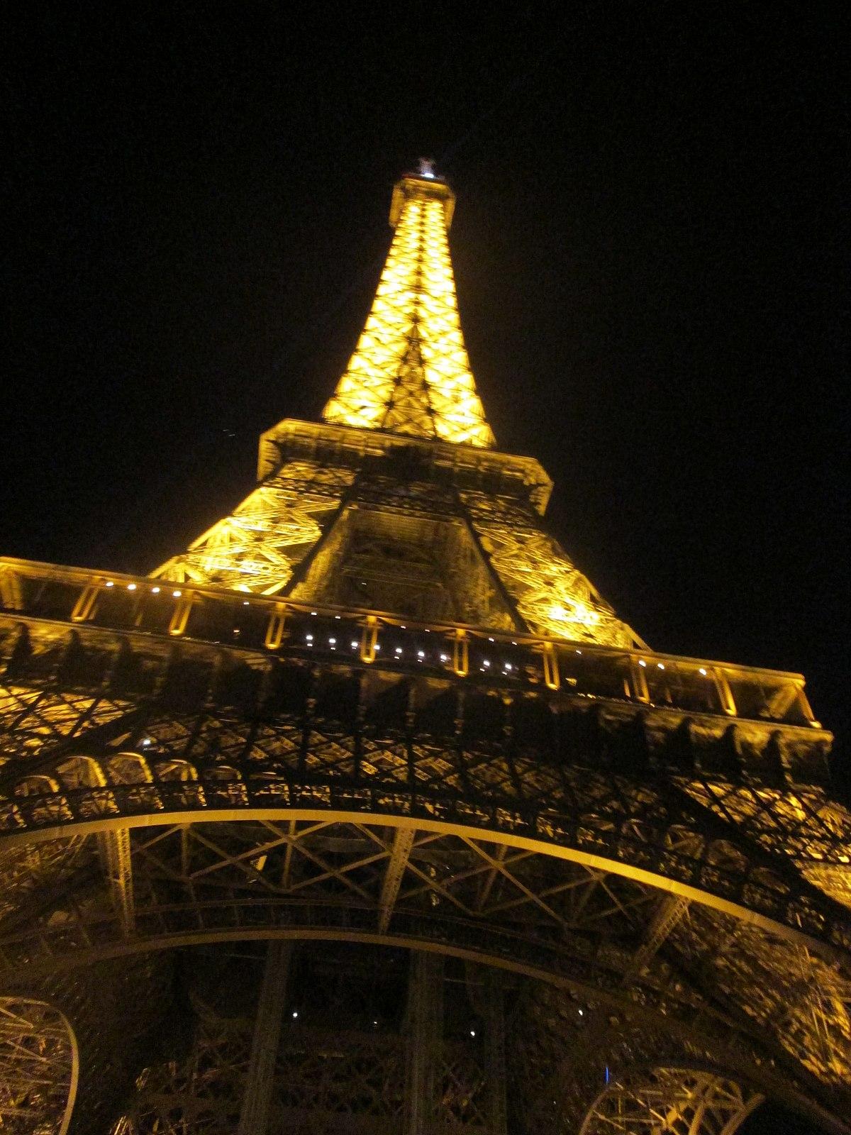 File:La Tour Eiffel de nuit Paris.JPG - Wikimedia Commons