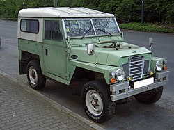 Land Rover Series III Lightweight 1972-1984 frontright 2008-04-20 U.jpg