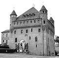 Lausanne, Château Saint-Maire, situé à l'extrême nord de la colline de la Cité.jpg
