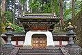 Le Koka-mon, porte du tombeau dans le temple Taiyuin (Nikko, Japon) (28496707847).jpg