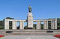 Le mémorial soviétique (Berlin) (9640908108).jpg