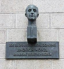 Busta Jindřicha Honzla v Lannově ulici v Praze