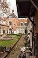 Leiden - Sionshof - langs muur.jpg