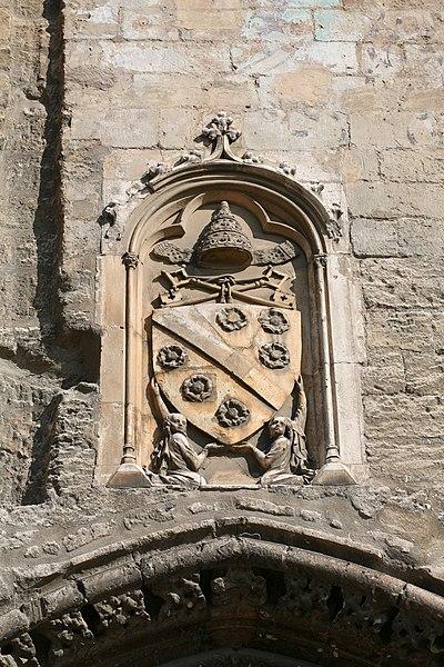 File:Les armes de Clément VI (armoiries des Roger) sur la Porte Champeaux by JM Rosier.JPG