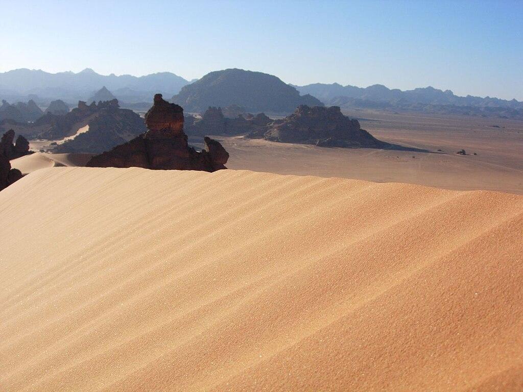 Libya adalah negara yang didominasi gurun. Hingga 90% dari luas daratan tercakup dalam gurun.