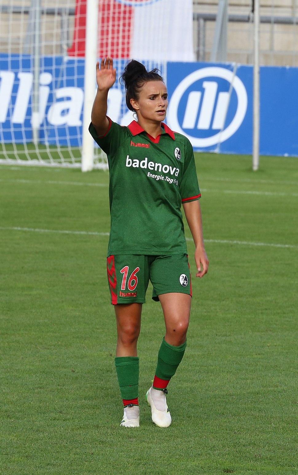 Lina Magull BL FCB gg. SC Freiburg Muenchen-4